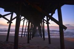 Sotto il pilastro Fotografia Stock