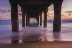 Sotto il pilastro del Manhattan Beach Fotografia Stock Libera da Diritti