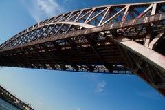 Sotto il ponte del portone dell'inferno immagine stock libera da diritti