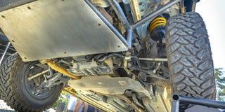 Sotto il telaio che mostra il meccanismo di un'automobile fotografie stock libere da diritti