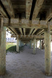 Sotto un pilastro Immagine Stock