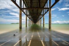 Sotto un pilastro, la Tailandia Immagine Stock
