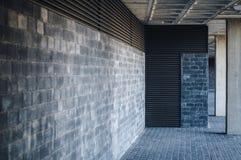 Sotto una costruzione moderna Fotografia Stock