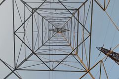 Sotto una torre Immagine Stock