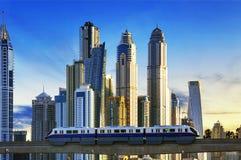 Sottopassaggio al tramonto nel porticciolo del Dubai Immagine Stock Libera da Diritti