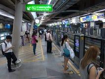 Sottopassaggio di Bangkok, Tailandia, gente tailandese fotografia stock