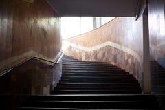 Sottopassaggio sotterraneo con la scaletta Fotografia Stock