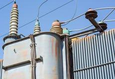 Sottostazione ad alta tensione elettrica immagini stock libere da diritti