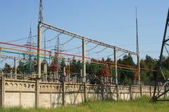 Sottostazione di alta tensione di corrente elettrica Fotografie Stock