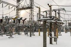 Sottostazione elettrica ad alta tensione fotografie stock