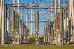 Sottostazione elettrica ad alta tensione industriale moderna Immagine Stock Libera da Diritti