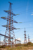 Sottostazione vicino ad una centrale elettrica Immagini Stock Libere da Diritti