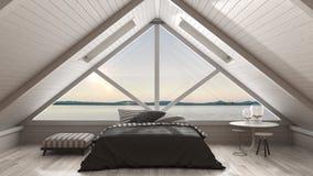 Sottotetto classico del mezzanino con grande panorama del mare e della finestra, camera da letto Immagini Stock