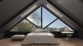 Sottotetto classico del mezzanino con la grande finestra panoramica, camera da letto, summe Fotografia Stock Libera da Diritti