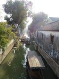 Sottotetto, conventi ed acqua del giardino di Yu fotografie stock libere da diritti