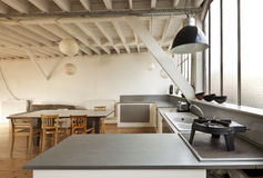 Sottotetto interno, cucina Immagini Stock Libere da Diritti