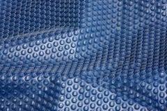 Sottragga il bubblewrap blu Fotografia Stock