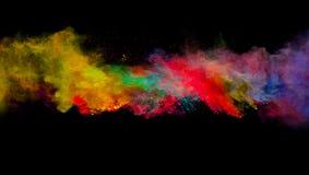 Sottragga l'esplosione colorata della polvere isolata su fondo nero fotografie stock