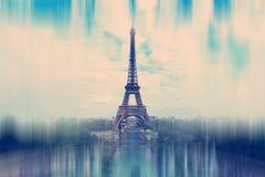 sottragga la priorità bassa La torre Eiffel a Parigi - zoom radiale blu Fotografie Stock