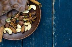 Soucoupe avec des bonbons dans le coin du cadre Image libre de droits