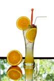 Soude fraîche de jus d'orange en verre grand d'isolement Photo libre de droits