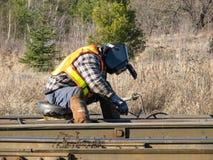 Soudeur Working sur un rail photo stock