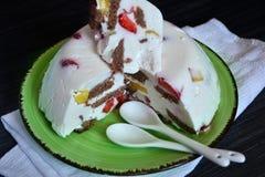 Soufflé kaka med frukt Arkivbild