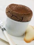 Soufflè del cioccolato caldo con Langue de Chat Biscuits Fotografia Stock