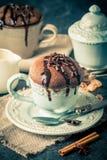 Souffle σοκολάτας με τη σοκολάτα Στοκ εικόνες με δικαίωμα ελεύθερης χρήσης