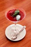 Souffle da sobremesa com molho da baga Imagem de Stock Royalty Free