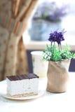Souffle doce em uma placa no café Imagens de Stock