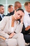 Souffrance du mal de tête terrible Images stock