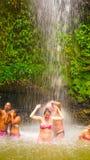 Soufriere St Lucia - Maj 12, 2016: En vattenfall på botaniska trädgårdarna i St Lucia Royaltyfri Foto