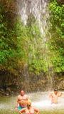 Soufriere St Lucia - Maj 12, 2016: En vattenfall på botaniska trädgårdarna i St Lucia Royaltyfria Foton
