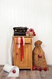 Souhaits de Noël d'écriture avec une machine à écrire antique Vintage Xma Photographie stock libre de droits