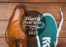 2017 souhaits de nouvelle année avec formel et des chaussures de sport Images stock