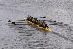 Souhegan乘员组在查尔斯赛船会妇女的青年时期Eights头赛跑  库存照片