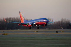 Souithwest航空公司喷气机着陆 库存图片
