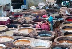 Souk дубильни в Fez, Марокко Стоковые Изображения