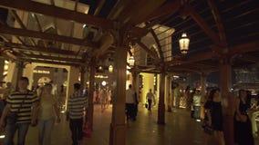 Souk Al Bahar in Burj Khalifa Lake am Nachtvorrat-Gesamtlängenvideo stock video