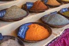 Souk, arabische Gewürze, verschiedene Arten von Würzen für Kochen, s Lizenzfreies Stockfoto