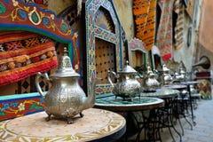 Souk basar i den marockanska gamla staden - Medina Arkivfoto