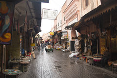 souks的人们在马拉喀什,摩洛哥 图库摄影