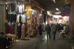 souks的人们在马拉喀什,摩洛哥 库存照片