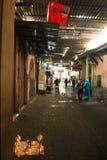 souks的人们在马拉喀什,摩洛哥 库存图片