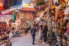 Souks Colourful nel Medina di Marrakesh immagini stock libere da diritti
