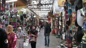 Souks im Medina von Rabat stock footage