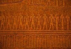 Soulagement égyptien antique d'art sur la pierre comme fond Photos stock
