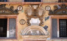 Soulagement bas sur le mur de Palazzo Ragione dans des Signori de dei de Piazza à Vérone photographie stock