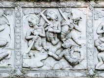 Soulagements bas de mur de temple de la Thaïlande, Ayutthaya, découpages des étrangers, dieux Image libre de droits